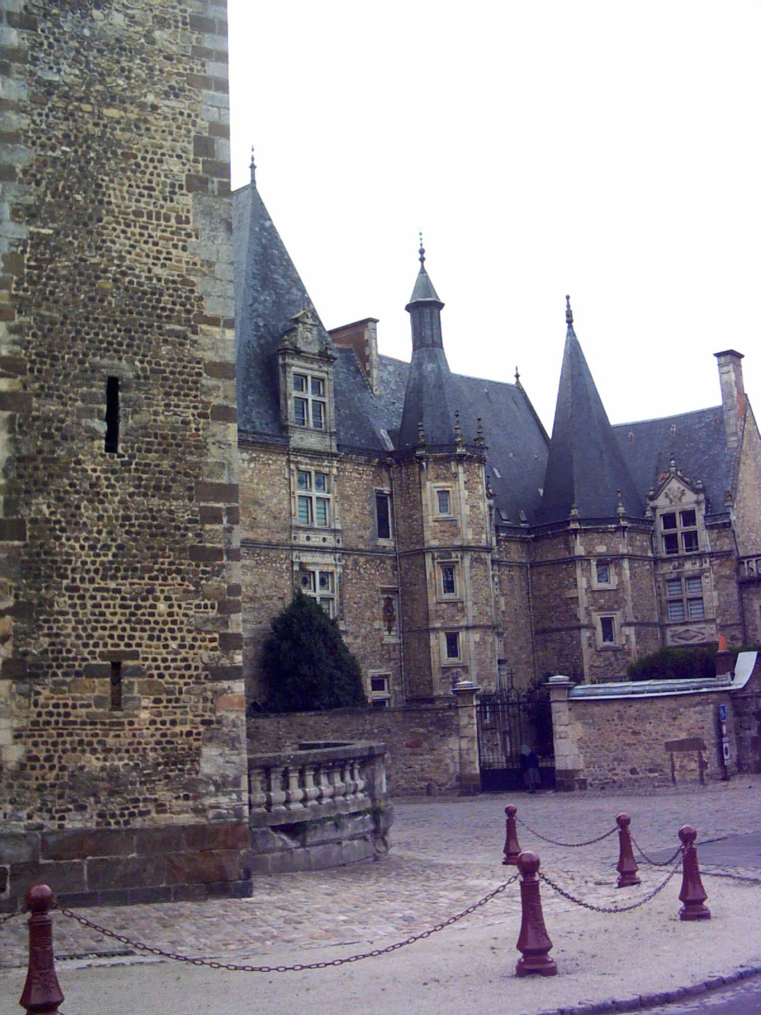 Le Vieux Mans - Le palais du Grabatoire 02