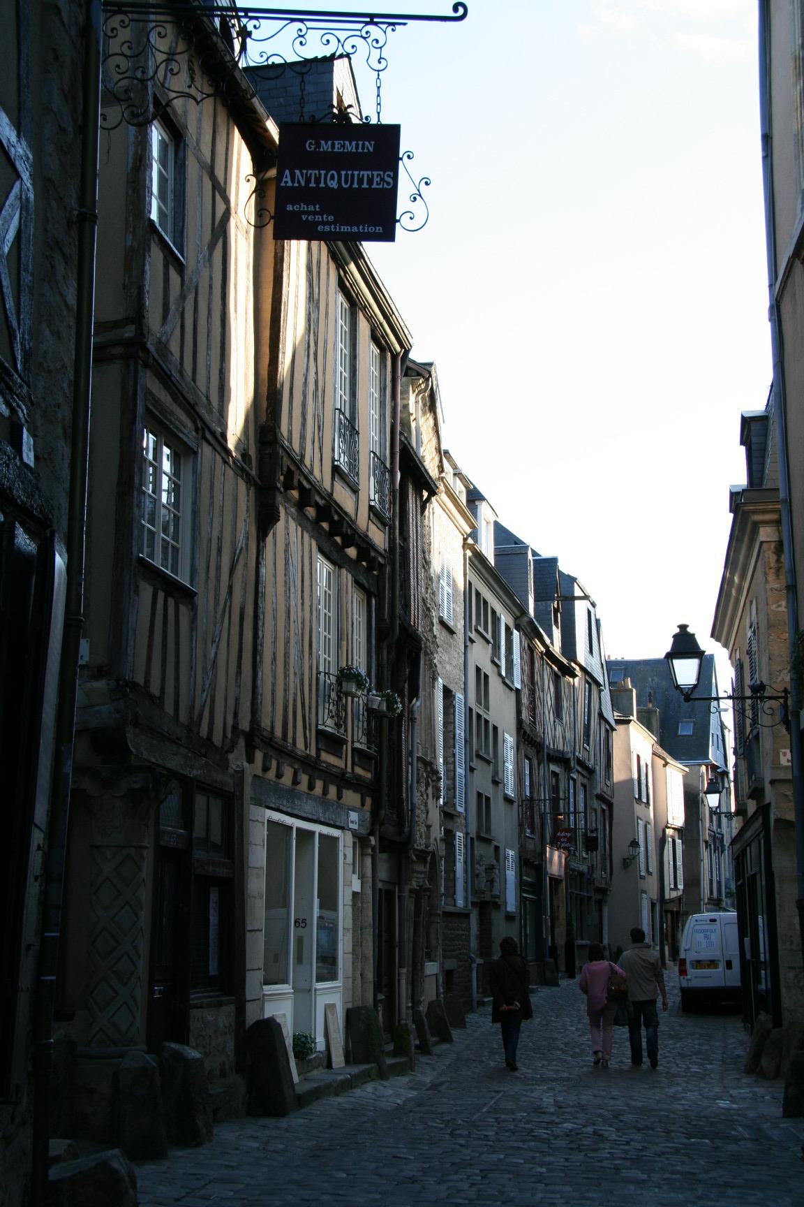 Le Vieux Mans en 2010 - Grande Rue - Gilles Mémin Antiquités et L'atelier des Anges (Sylvie Leveau)