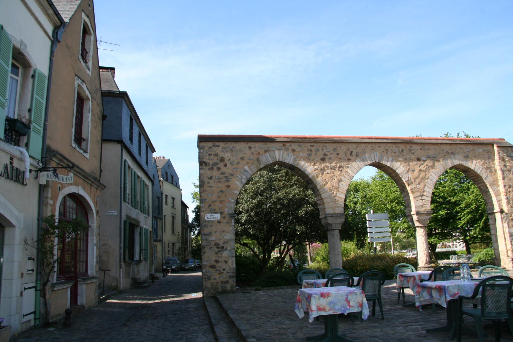Le Vieux Mans en 2010 - Place Saint Hilaire - Arcades de la Grange Grousset (Sylvie Leveau)