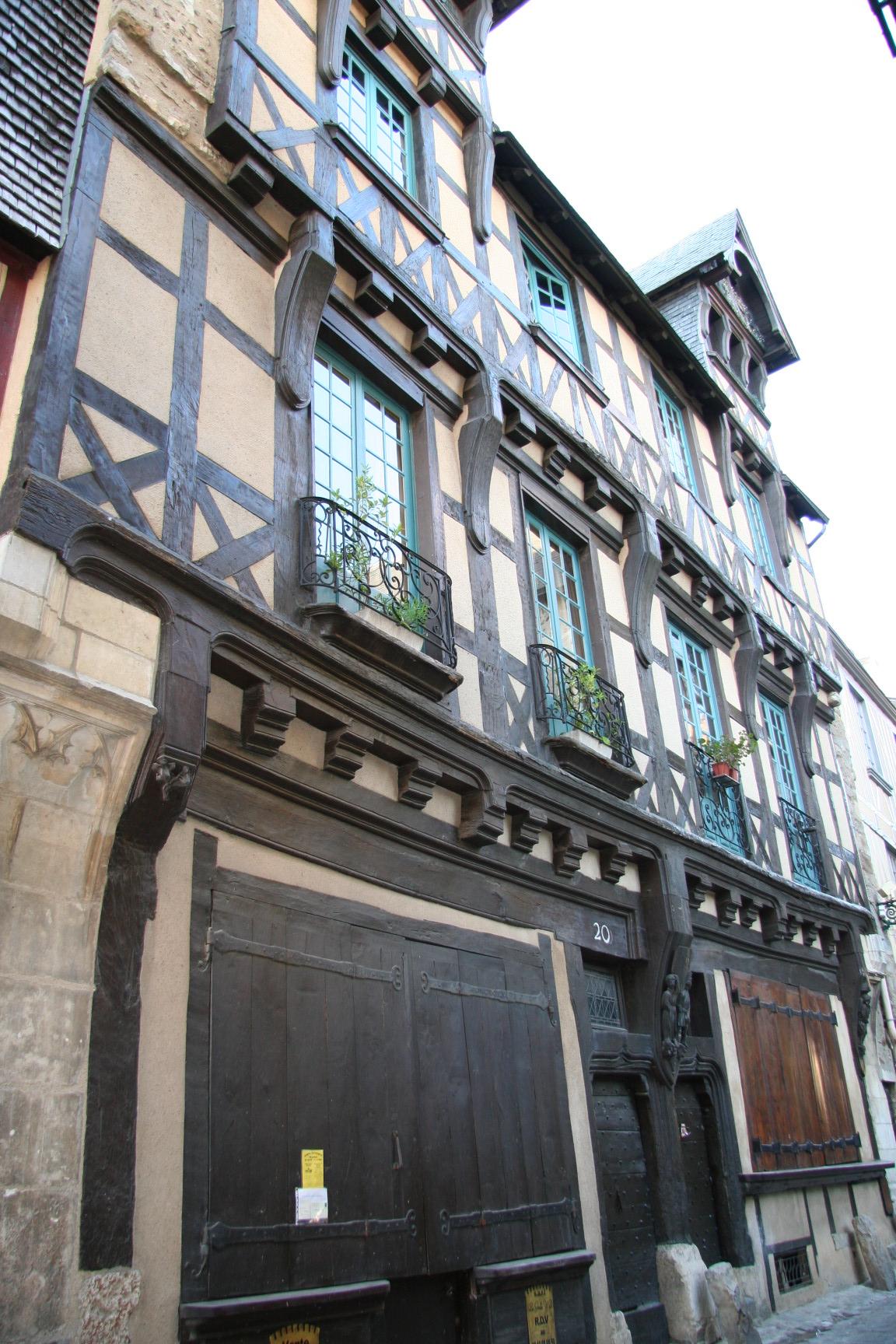 Le Vieux Mans en 2010 - Rue de la Reine Bérengère - Maisons des Deux Amis 01 (Sylvie Leveau)