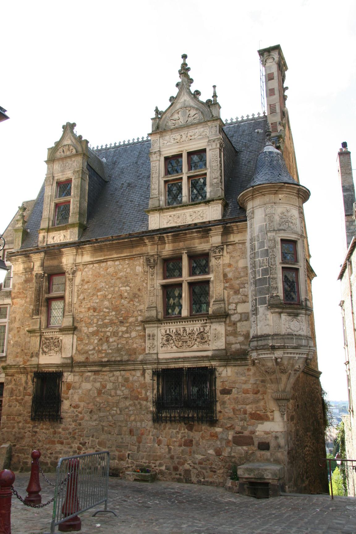 Le Vieux Mans en 2010 - Rue des Chanoines - Maison à la tourelle ou Maison Saint Paul 03 (Sylvie Leveau)