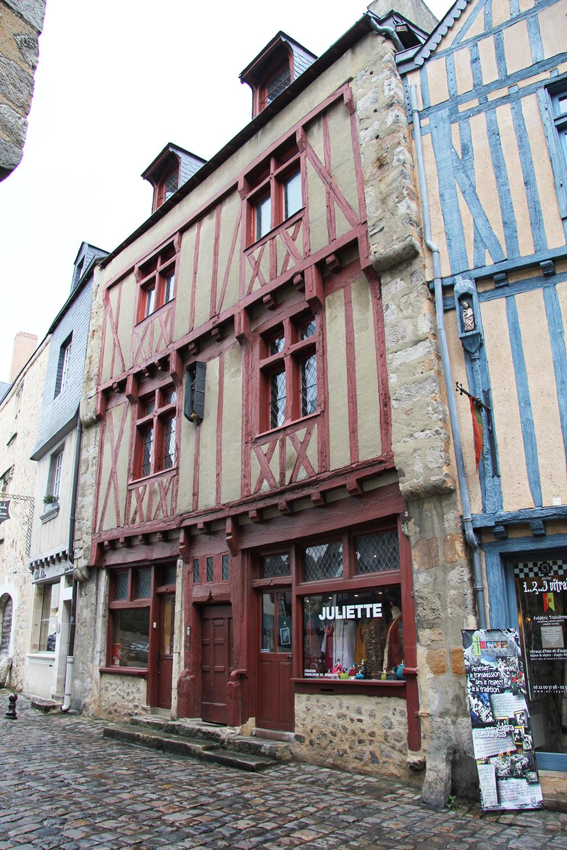 Le Vieux Mans en 2017 - Grande Rue - Atelier 1..2..3 Vitrail et Juliette (Sylvie Leveau)