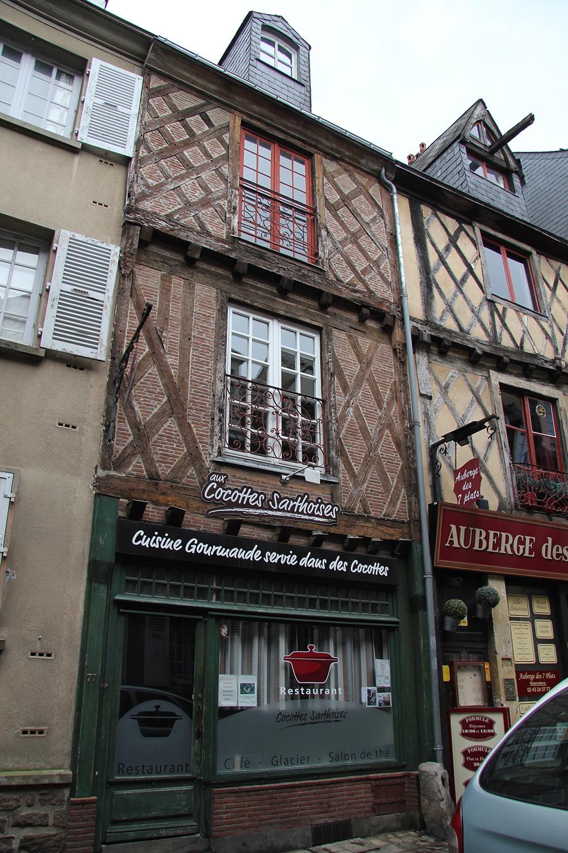 Le Vieux Mans en 2017 - Grande Rue - Aux Cocottes Sarthoises et Auberge des 7 plats (Sylvie Leveau)
