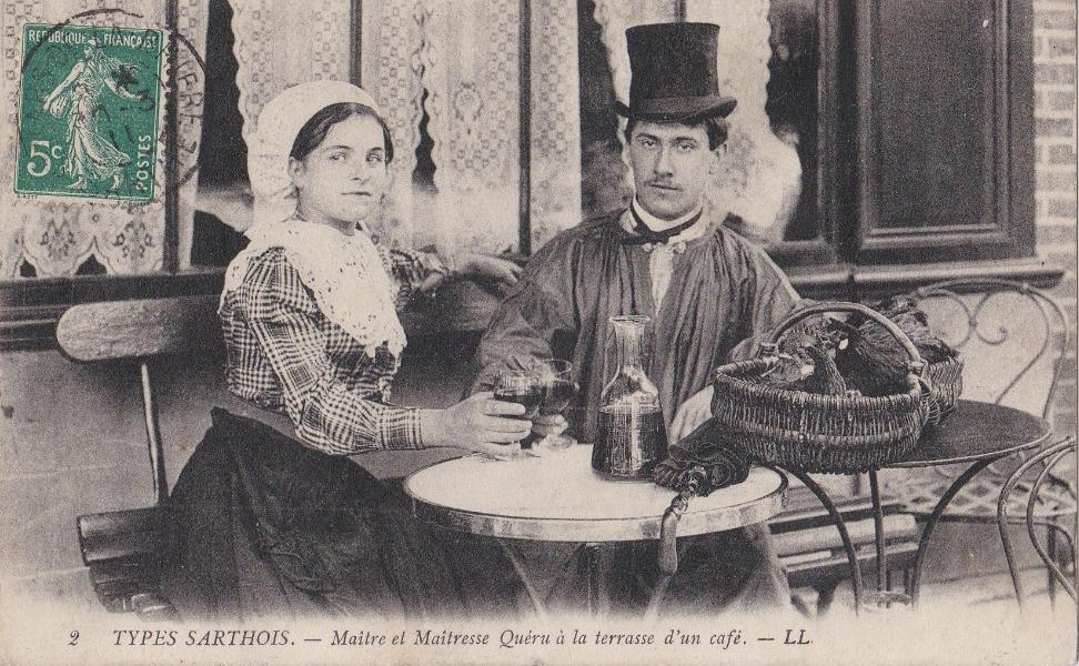 Au quotidien - Art de vivre et costumes - Types Sarthois - Maître et Maîtresse Quéru à la terrasse d'un café