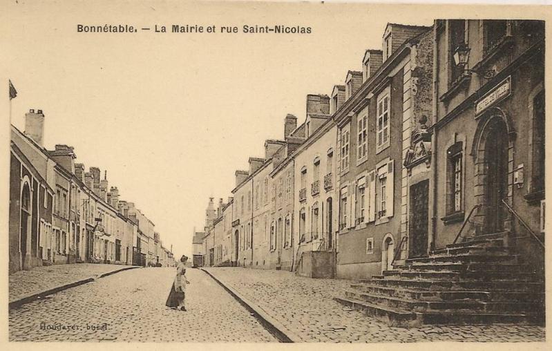 Bonnétable - La Mairie et rue Saint Nicolas