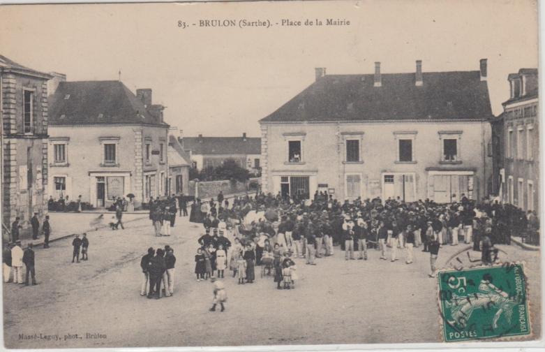 Brûlon - Place de la Mairie
