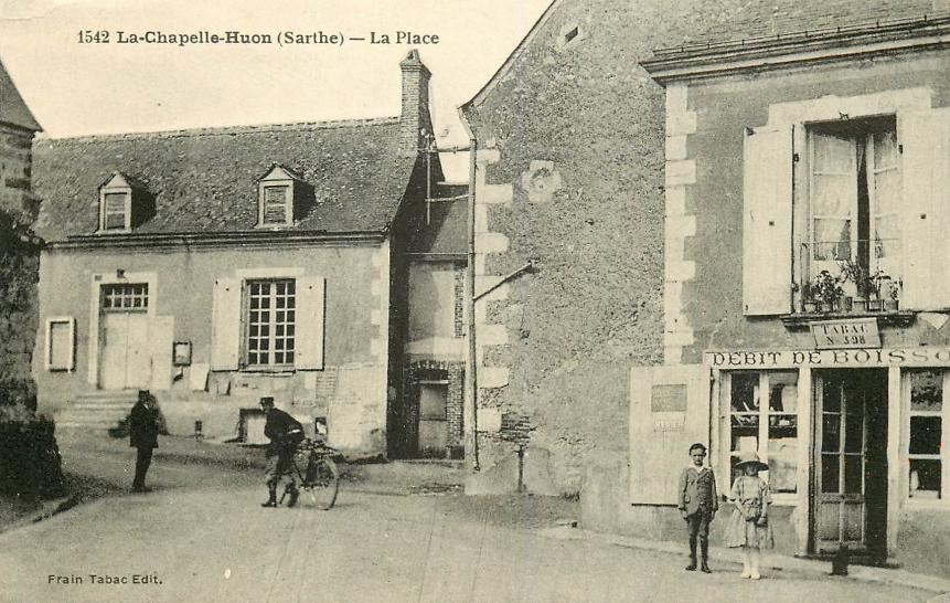 La Chapelle Huon - La Place