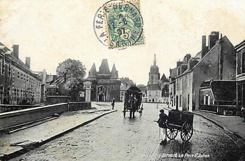 La Ferté Bernard - La Place Saint Julien