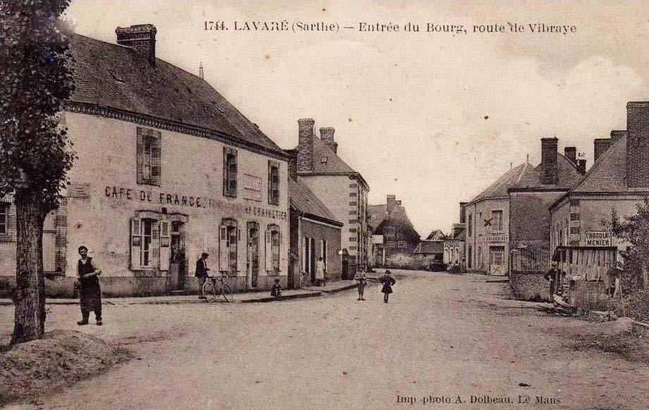 Lavaré - Entrée du Bourg, route de Vibraye