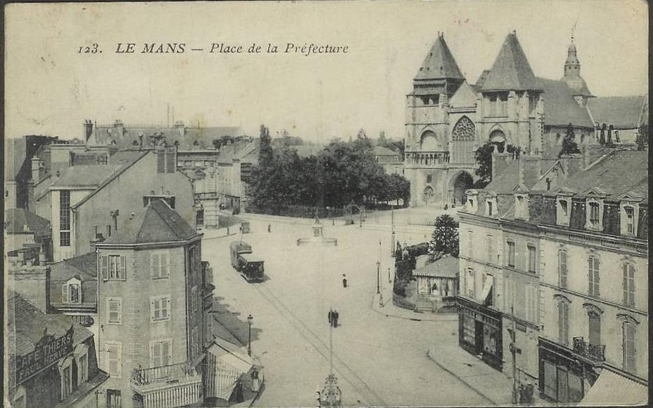 Le Mans - Place de la Préfecture