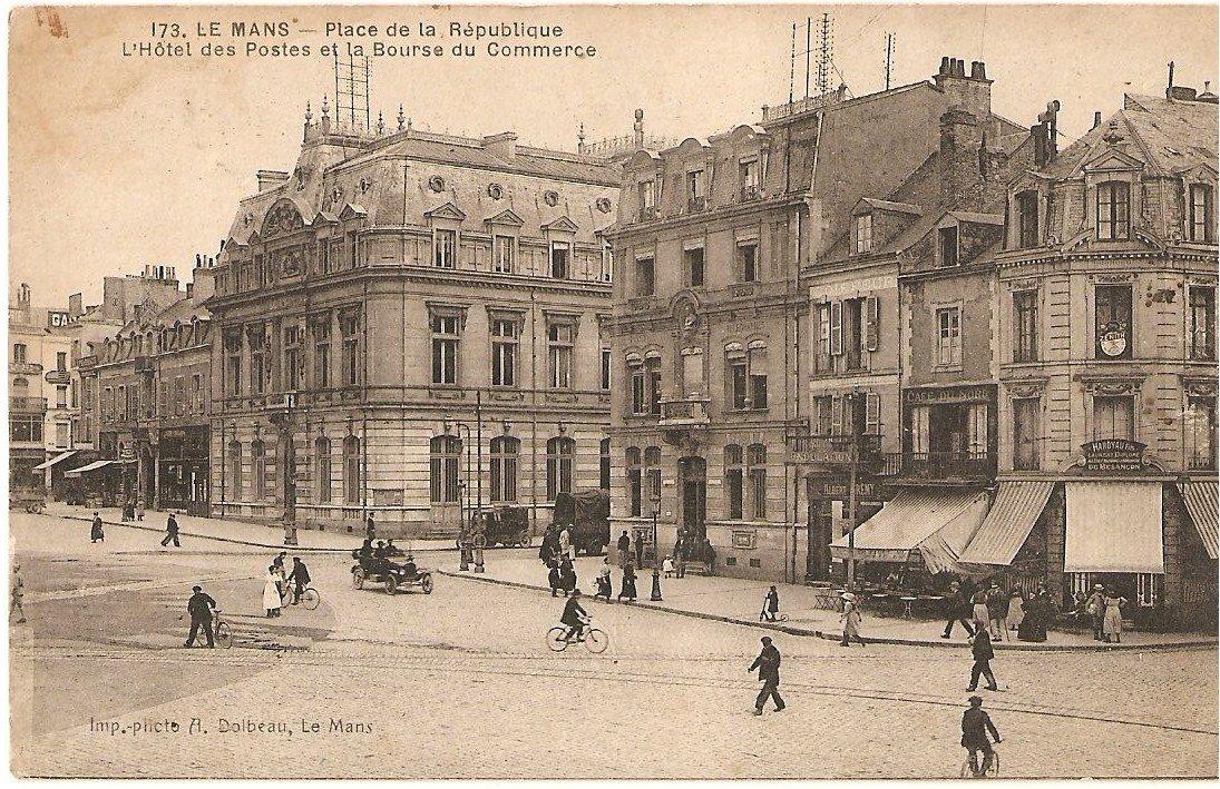 Le Mans - Place de la République - L'Hôtel des Postes et la Bourse du Commerce