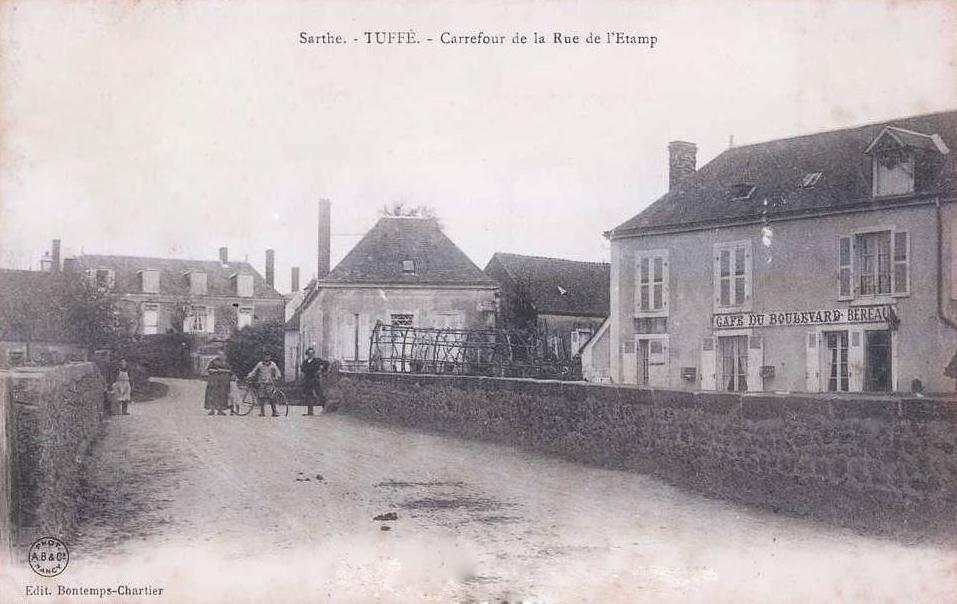 Tuffé - Carrefour de la Rue de l'Etamp