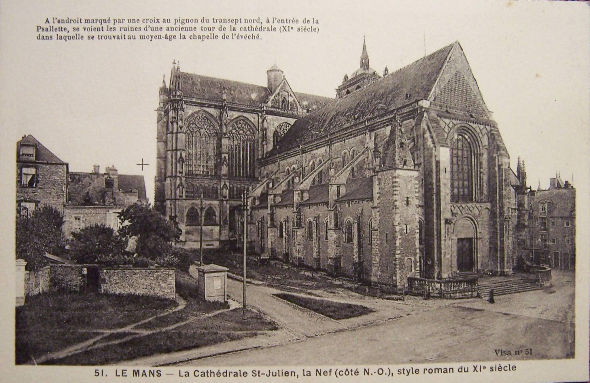 Le Mans - Cathédrale Saint Julien - La Nef (côté NO), style roman du XIème siècle