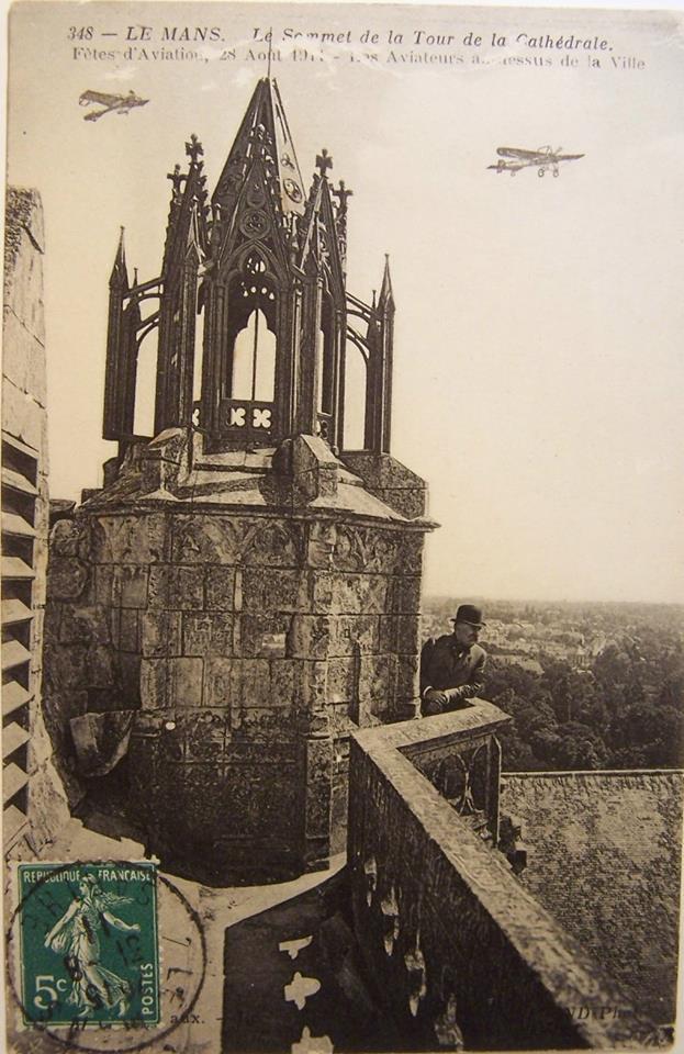 Le Mans - Cathédrale Saint Julien - Le Sommet de la Tour de la Cathédrale - Fêtes d'Aviation, 28 août 1911 - Les Aviateurs au dessus de la Ville