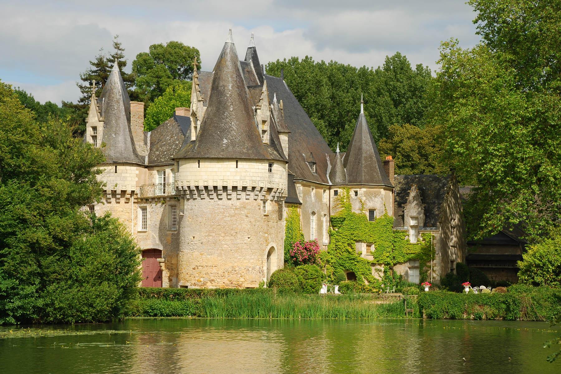 Bazouges sur le Loir - Ce château est une ancienne forteresse bâtie au XIème siècle pour défendre le Haut Anjou (Source Internet, www.all-free-photos.com)