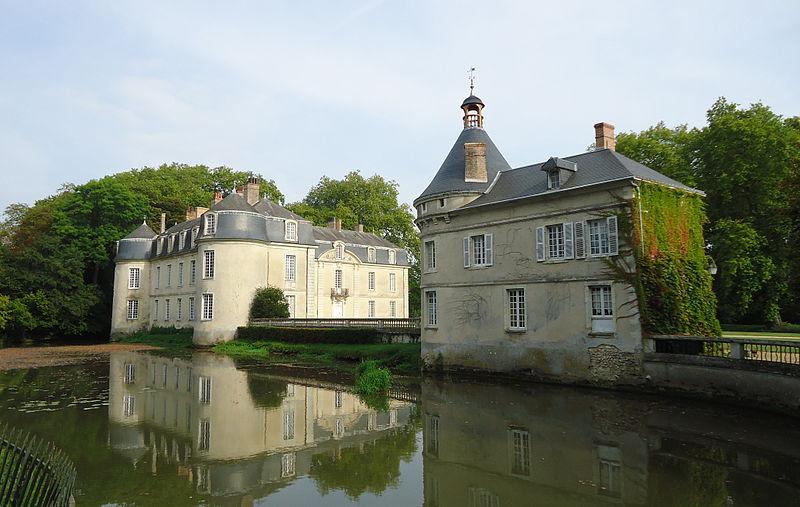 Malicorne sur Sarthe - L'actuel château est construit à la fin du XVIIIème siècle sur les ruines de l'ancienne bâtisse médiévale (Source Internet, Gregofhuest)