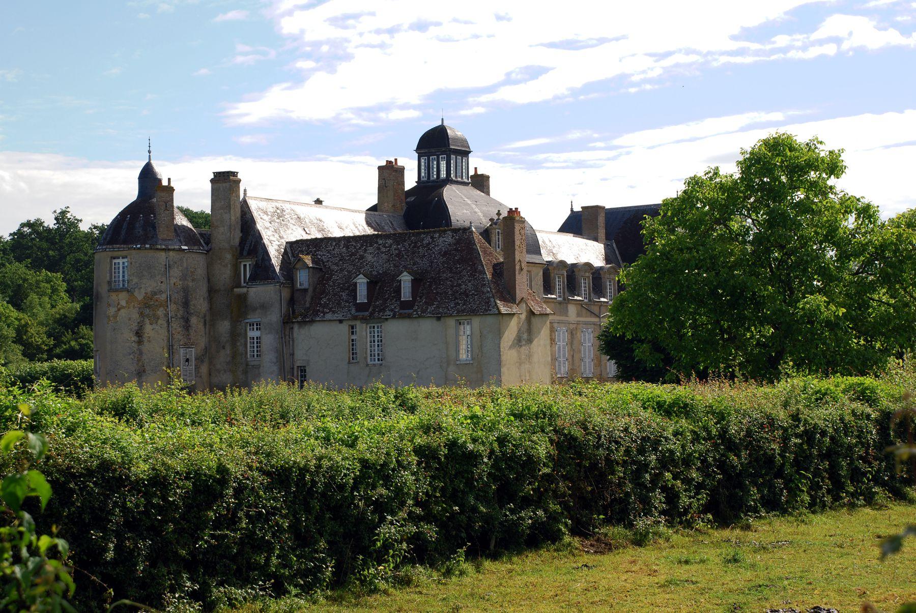 Saint Aignan - L'actuel château a été construit à partir du XVIIème siècle - Il fait suite à une forteresse du Moyen Âge qui avait été incendiée au cours des Guerres de religion en 1589 (Source Internet, www.all-free-photos.com)