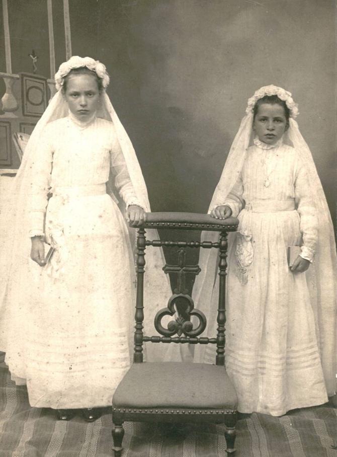 Lieu inconnu - Communion - DORE Marthe et Berthe - Ma grand mère à droite - Vers 1917 (Sylvie Leveau)