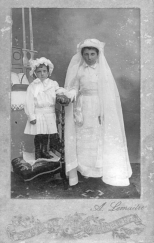 Lieu inconnu - Communion - LEVEAU Germaine et Marie-Louise - Mes grandes tantes - 1916 (Sylvie Leveau)