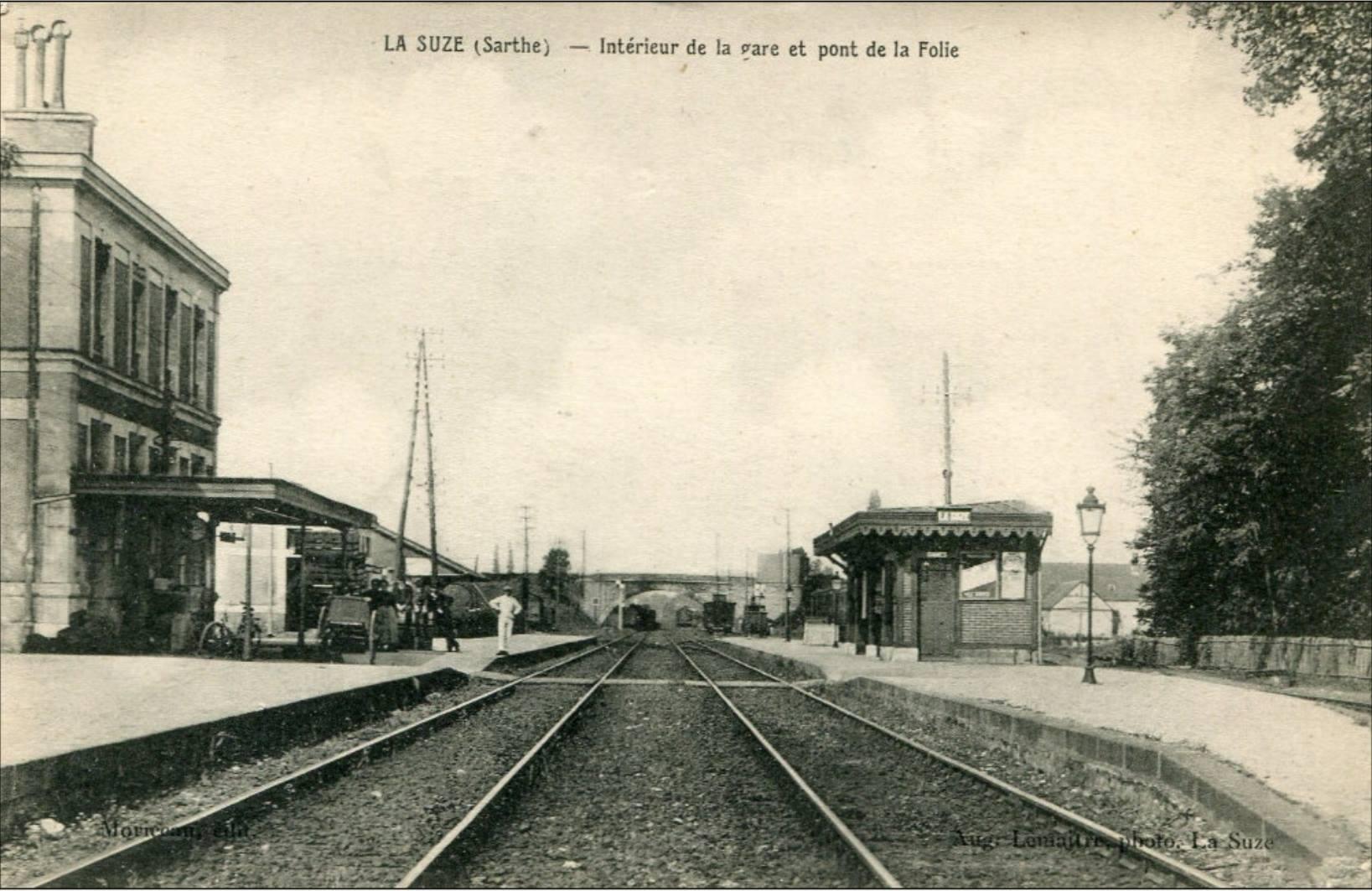 La Suze sur Sarthe - Intérieur de la gare et pont de la Folie