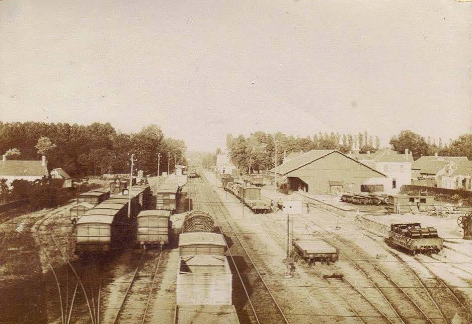 La Suze sur Sarthe - La gare, vue depuis le pont de la Fuie (Françoise Lebreton)