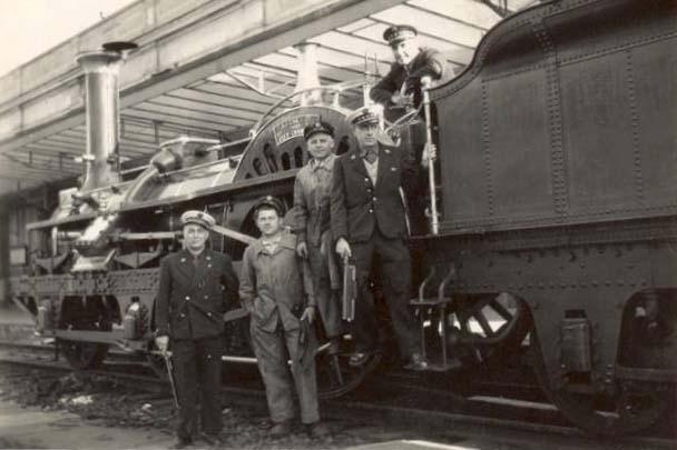 Le Mans - La gare SNCF en 1952, avec la présence de mon père, Michel LEBRETON, mécanicien puis chef aiguilleur, à droite sur le quai (Françoise Lebreton)