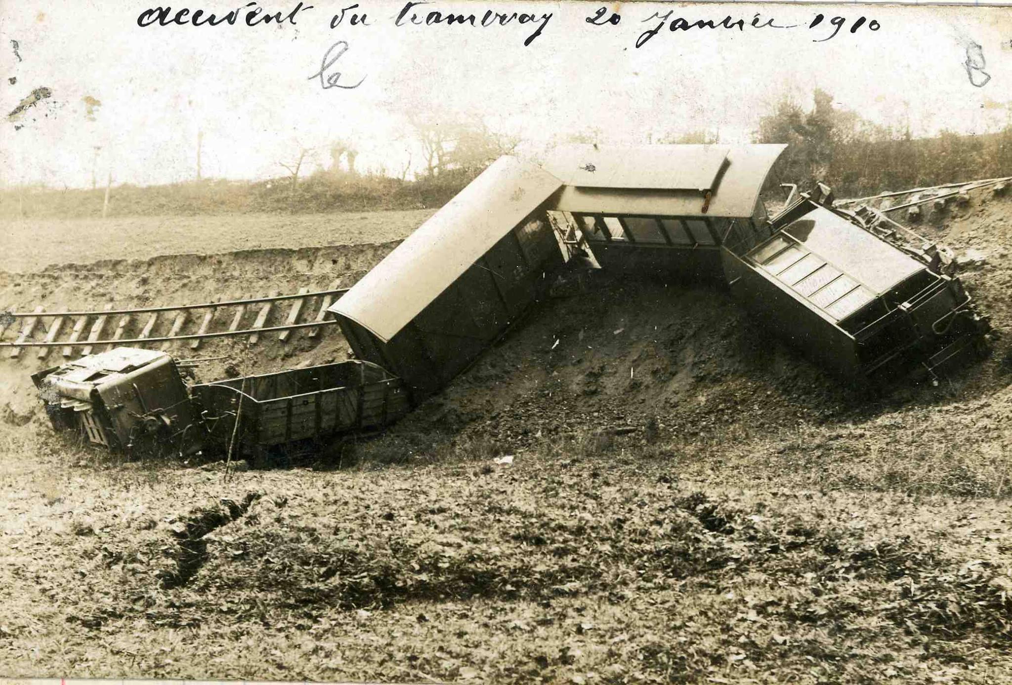 Mamers - Accident du tramway à vapeur le 20 janvier 1910 - Vue de face (Michèle Ligot Robinet)