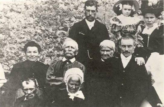 Groupes - Réunions de famille - Famille AUBIER - Vue 01 (Véronique Serve-Catelin)