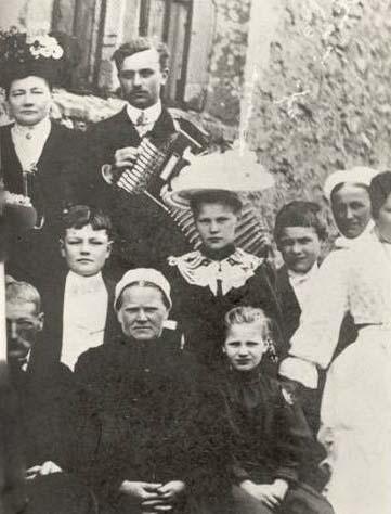 Groupes - Réunions de famille - Famille AUBIER - Vue 02 (Véronique Serve-Catelin)