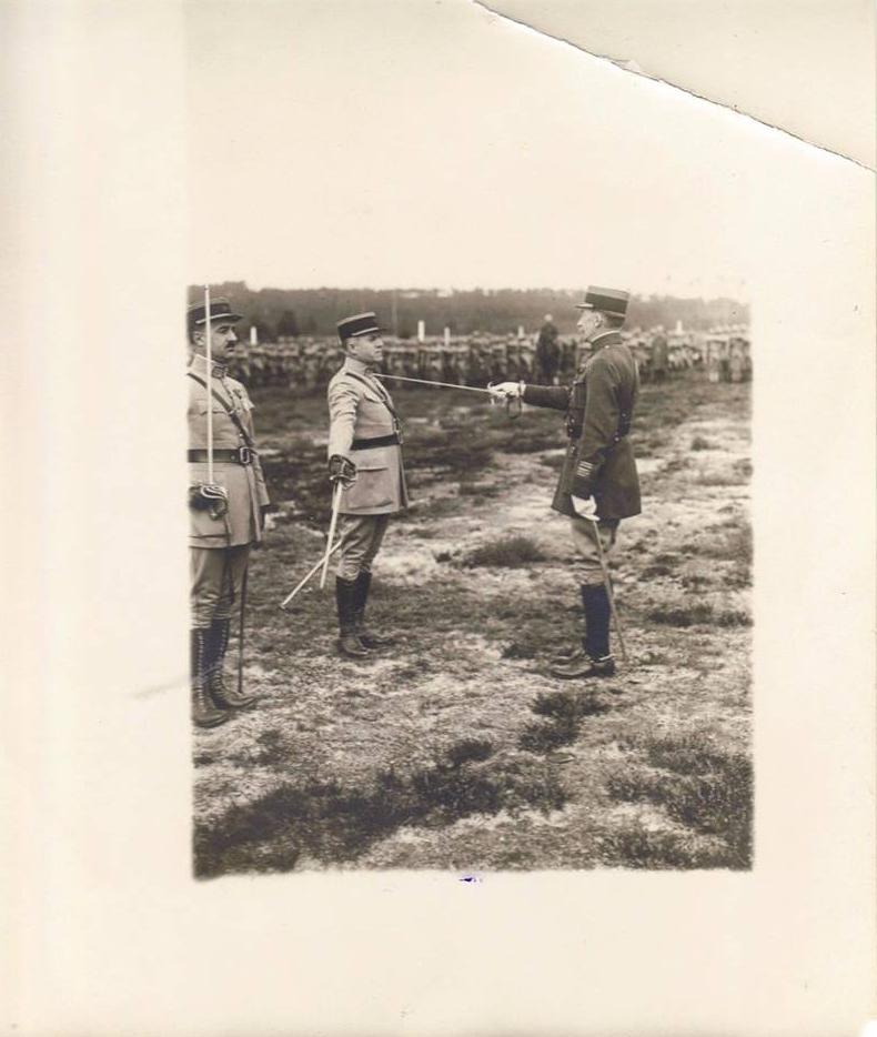 Le Mans - Militaires - Soldats - PIERCON Léon - Remise des armes dans la cour du 117ème RI - Vers 1930 (Françoise Lebreton)