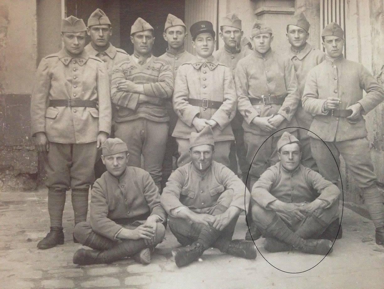 Militaires - Soldats - LAHOREAU Hilaire en bas à droite - Mon arrière grand père (Virginie Laure)