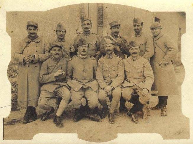 Militaires - Soldats - PIERCON Léon au 1er rang à gauche  - Avant de partir au front - 1914 (Françoise Lebreton)