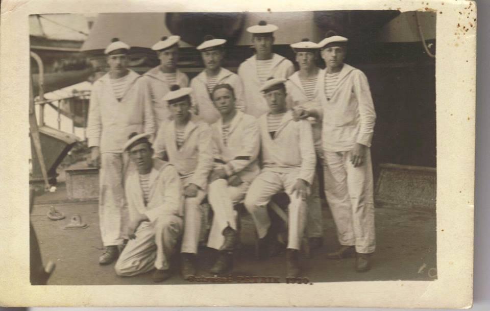 Militaires - Soldats - PIERCON René au 2nd rang à gauche - Mon grand oncle - 1914 (Françoise Lebreton)