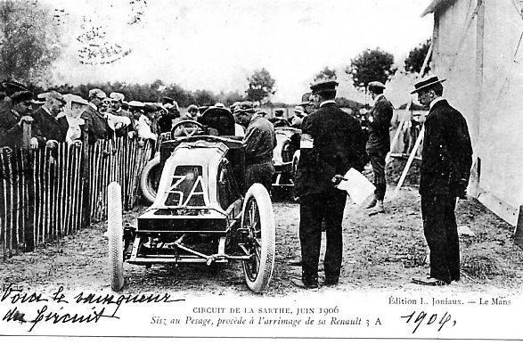Circuit de la Sarthe, Juin 1906 - Sisz au pesage, procède à l'arrimage de sa Renault
