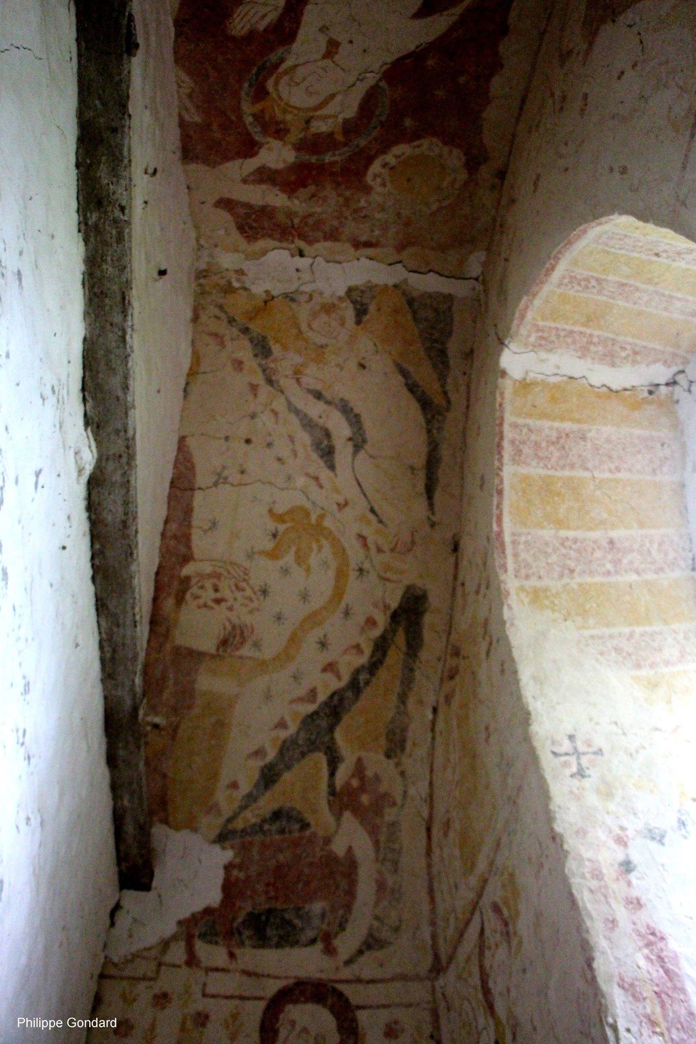 Conlie - Chapelle Saint Hilaire et Saint Eutrope de Verniette 08 - Les peintures murales sont datées du milieu du XIIIème siècle pour les plus anciennes et de la charnière XIIIème - XIVème siècles pour la deuxième vague (Philippe Gondard)