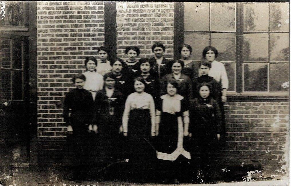 Beillé - Groupes - Photos de classe - AUBIER Alice au 1er rang à gauche - AUBIER Hélène au 2nd rang à droite - Vue 01 (Véronique Serve-Catelin)