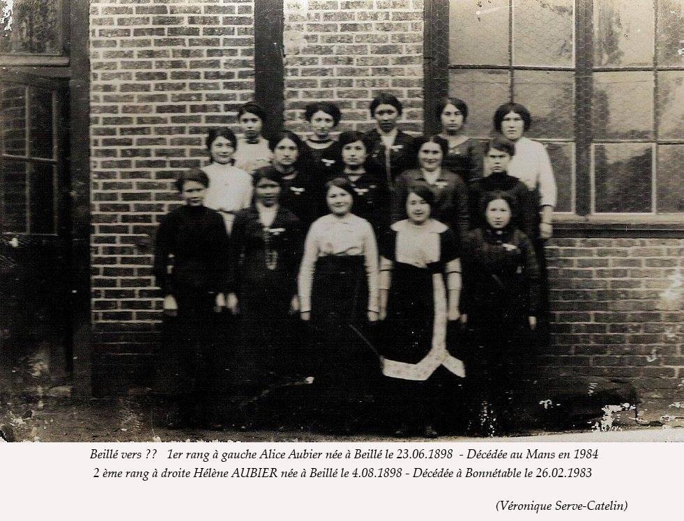 Beillé - Groupes - Photos de classe - AUBIER Alice au 1er rang à gauche - AUBIER Hélène au 2nd rang à droite - Vue 02 (Véronique Serve-Catelin)