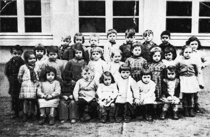 Le Mans - Groupes - Photos de classe - Ecole maternelle, rue des Fossés Saint Pierre - LEBRETON Françoise au 1er rang la 2nde à gauche - LEBRETON Michèle au 1er rang la 3ème à gauche - 1954 (Françoise Lebreton)