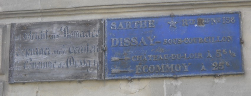 Dissay sous Courcillon - Plaque de cocher - Il est interdit aux Nomades de Séjourner sur le Territoire de la Commune de Dissay - Château du Loir - Ecommoy (San Doni)