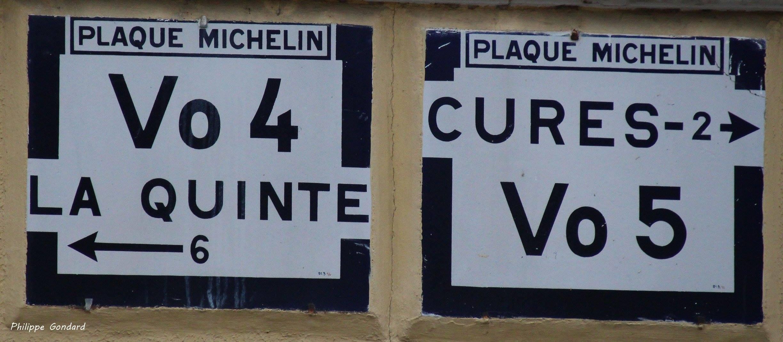 Domfront en Champagne, au croisement entre la rue de La Quinte et la rue de Cures - Plaque Michelin - La Quinte - Cures (Philippe Gondard)