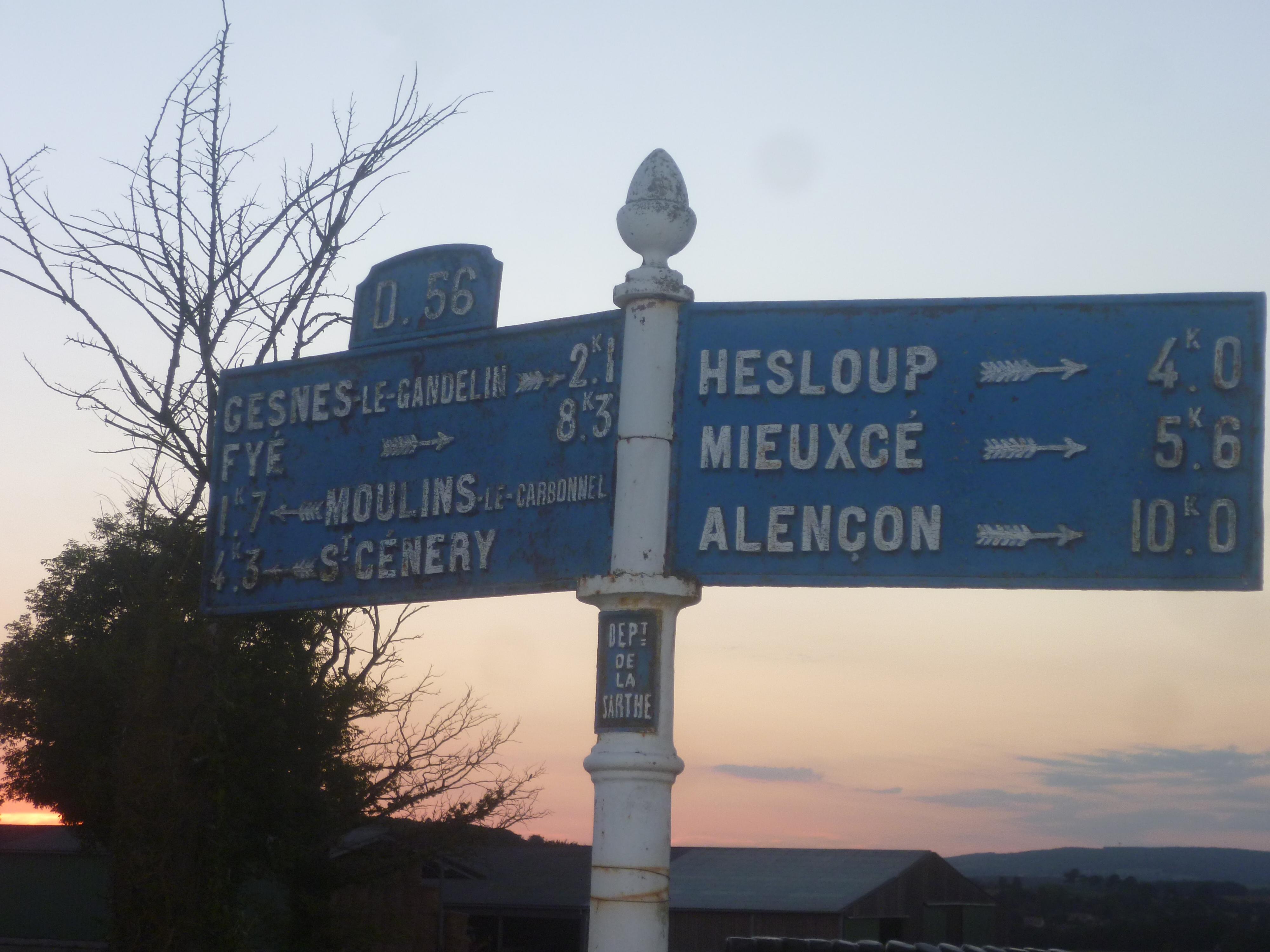 Moulins le Carbonnel, au croisement entre La Tonnelière et La Bigre - Plaque de cocher - Gesnes le Gandelin - Fyé - Moulins le Carbonnet - Saint Cénery - Hesloup - Mieuxcé - Alençon (Gwéna Tireau)