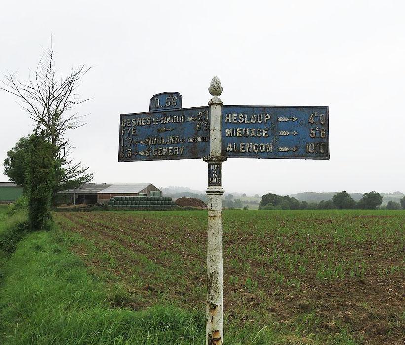 Moulins le Carbonnel, au croisement entre La Tonnelière et La Bigre - Plaque de cocher - Gesnes le Gandelin - Fyé - Moulins le Carbonnet - Saint Cénery - Hesloup - Mieuxcé - Alençon (Source Internet, Yodaspirine)