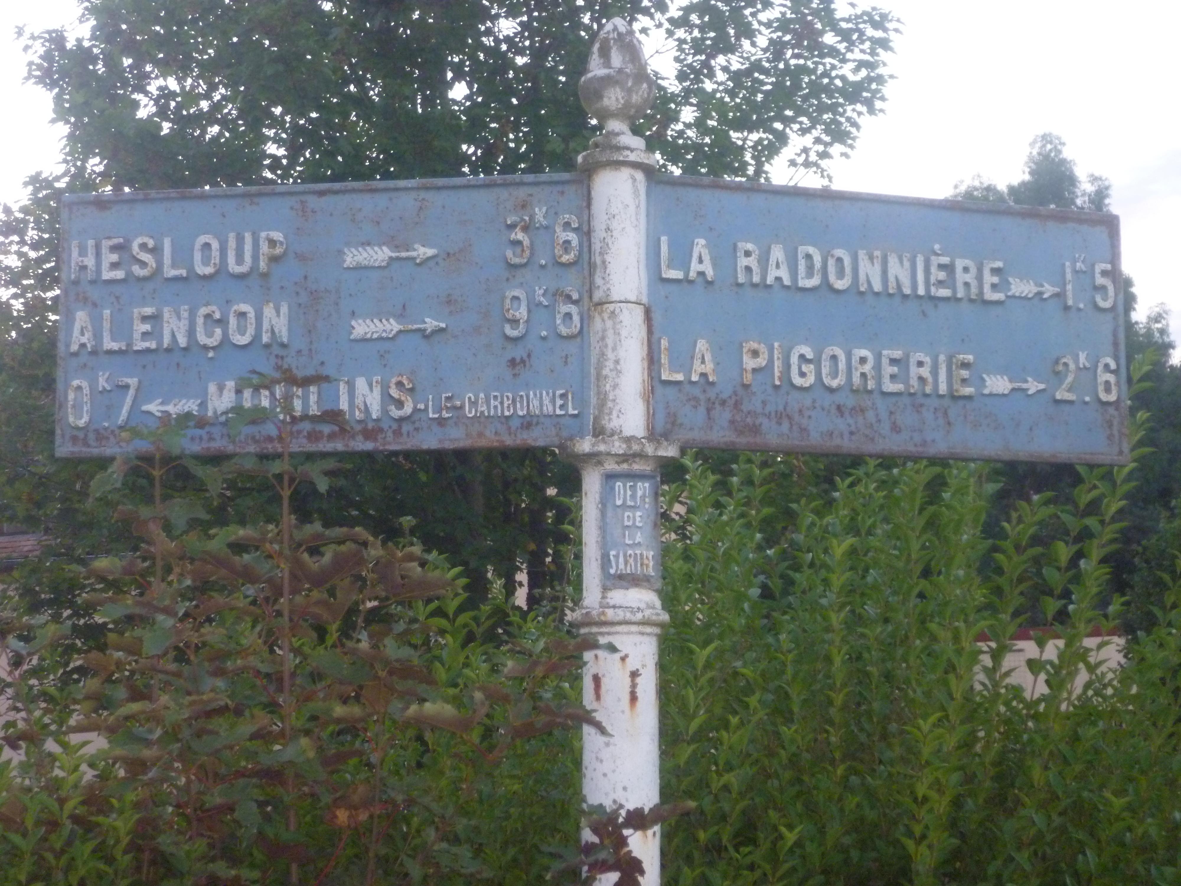 Moulins le Carbonnel, lieu dit La Poterie sur la D150 - Plaque de cocher - Hesloup - Alençon - Moulins le Carbonnel - La Radonnière - La Pigorerie (Gwéna Tireau)