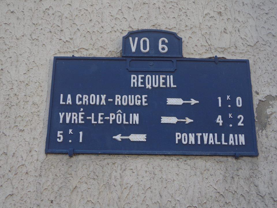 Requeil - Plaque de cocher - La Croix Rouge - Yvré le Pôlin - Pontvallain (Marie-Yvonne Mersanne)