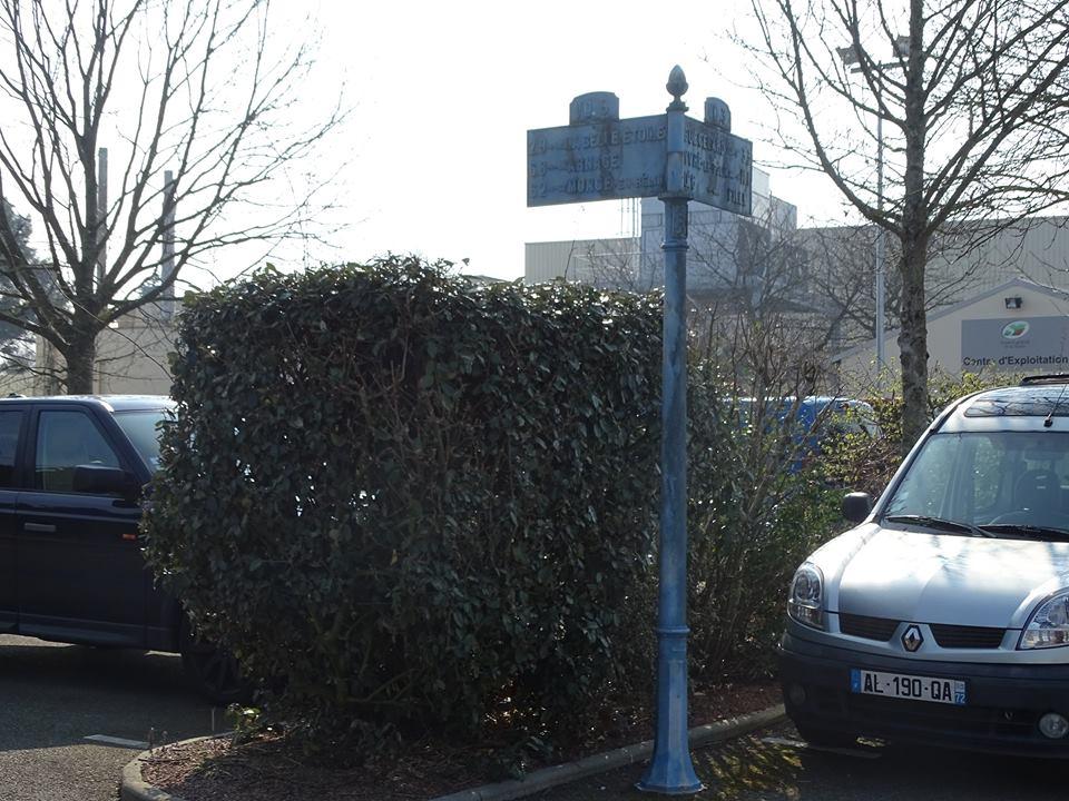 Roézé sur Sarthe, lieu dit Beaufeu - Plaque de cocher - La Belle Etoile - Arnage - Moncé en Belin - Guécélard - Yvré le Pôlin (Marie-Yvonne Mersanne)