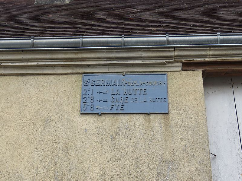 Saint Germain sur Sarthe, rue des Tilleuls - Saint Germain de la Coudre jusqu'en 1952 - Plaque de cocher - La Hutte - Gare de La Hutte - Fyé (Source Internet, Yodaspirine)