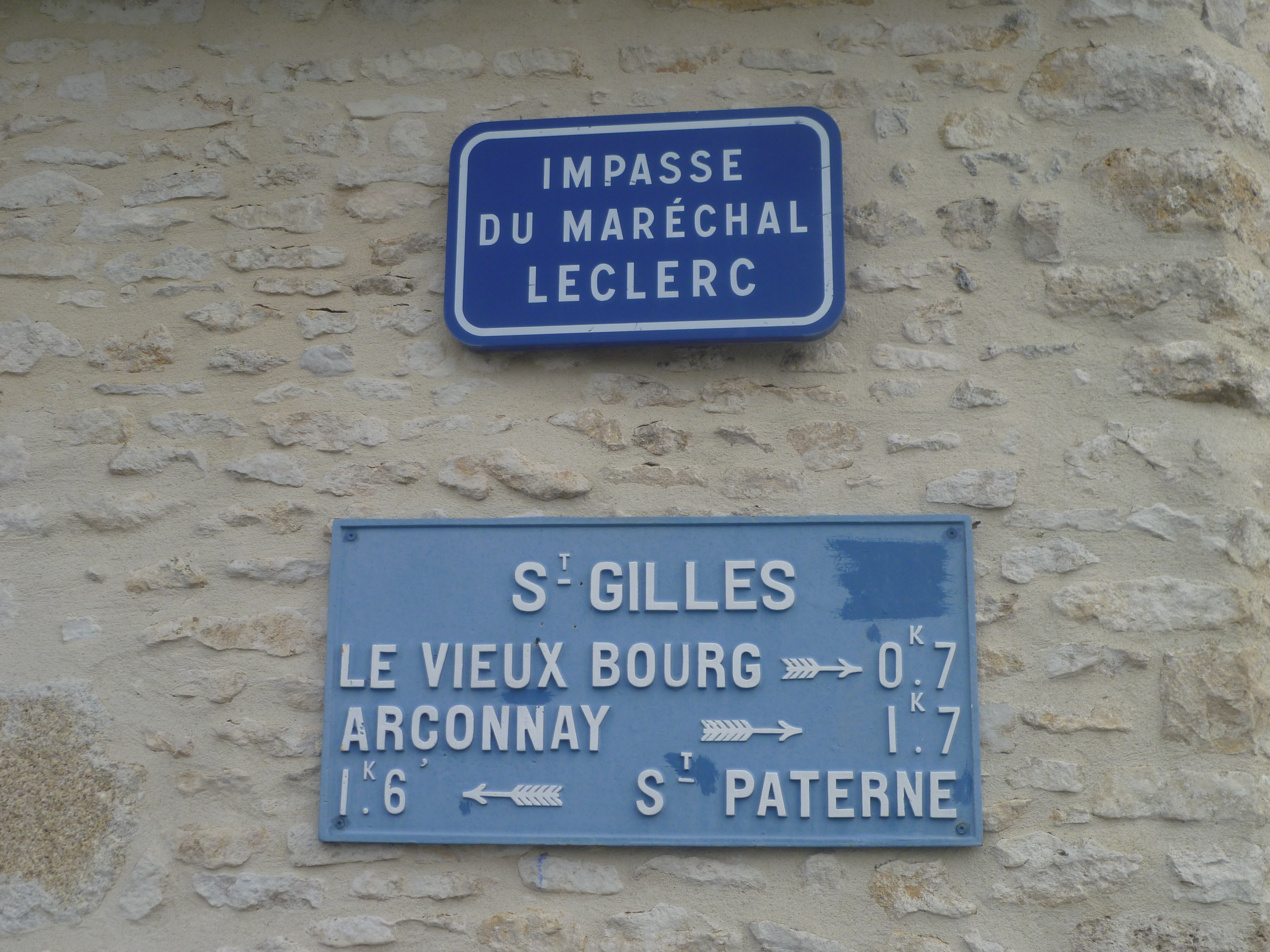 Saint Paterne - Saint Gilles, impasse du Maréchal Leclerc (Saint Paterne) - Plaque de cocher - Le Vieux Bourg - Arçonnay - Saint Paterne (Gwéna Tireau)
