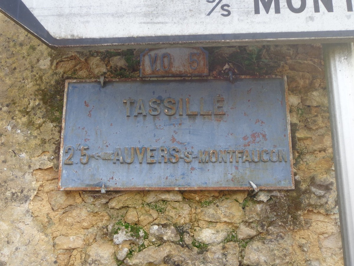 Tassillé - Plaque de cocher - Auvers sous Montfaucon (Marie-Yvonne Mersanne)