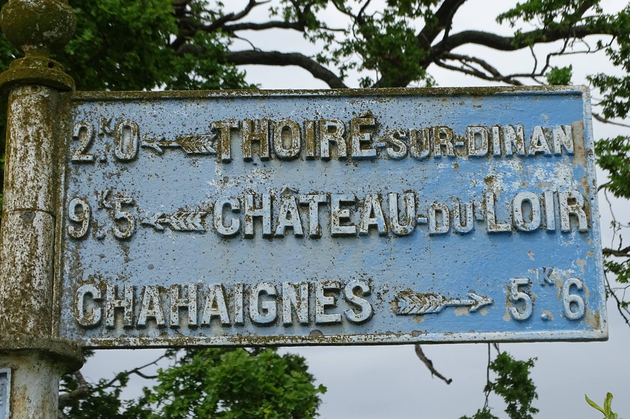 Thoiré sur Dinan, au croisement entre Le Paty et Vaux Thierry - Plaque de cocher - Thoiré sur Dinan - Château du Loir - Chahaignes (Marie-Yvonne Mersanne)
