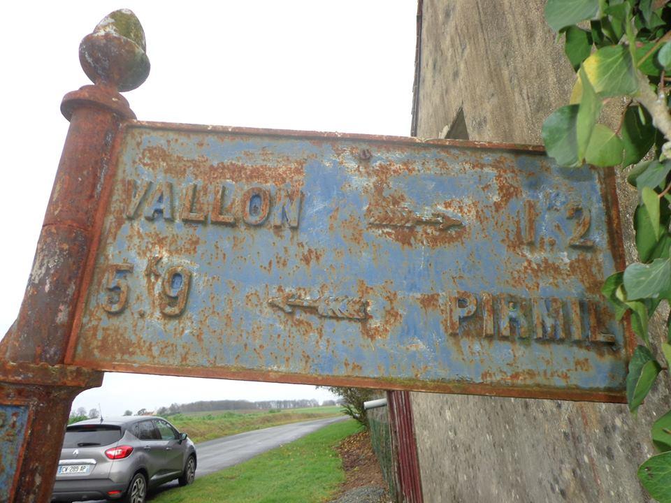 Vallon sur Gée, lieu dit L'Ormeau - Plaque de cocher - Vallon - Pirmil 02 (Marie-Yvonne Mersanne)